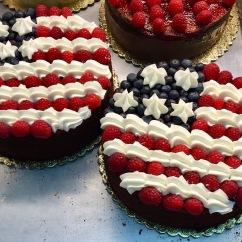 Patriotic berries and cream round cake
