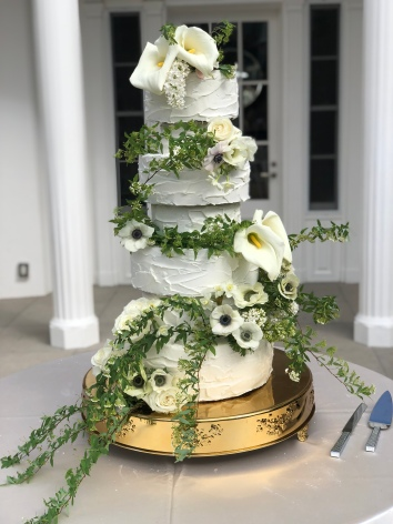 6 Tiered Dummy Cake Atop Edible Cutting Tiered Wedding Cake