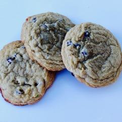 Mama's Classic Chocolate Chip Cookies Cookies (Regular 4oz Size)