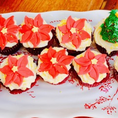 Christmas and Holiday Cupcakes with Edible Poinsettias and Christmas Trees